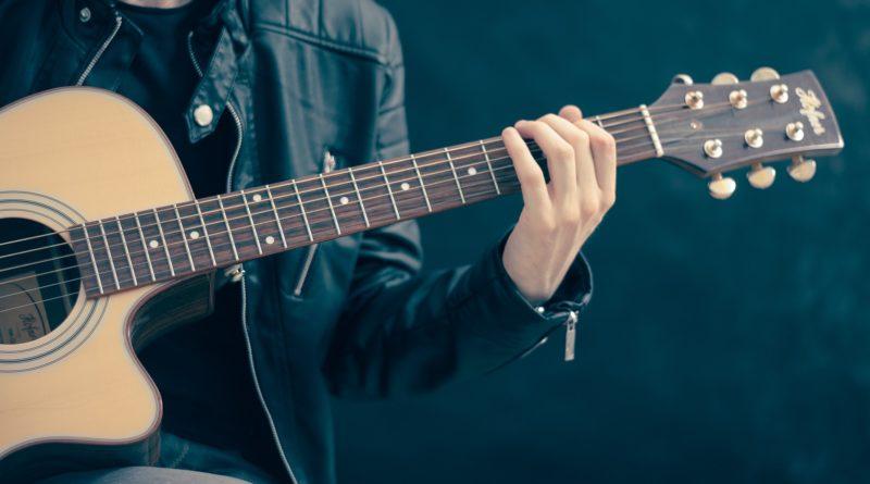 chitarristi italiani musica italiana creatività italiana creativi italiani creativity stories & news ilaria rebechci magazine creativo chitarrafacile.com chitarrafacile corsi di chitarra